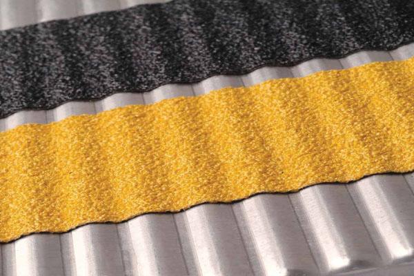 Самоклеющиеся абразивные ленты против скольжения для неровных поверхностей
