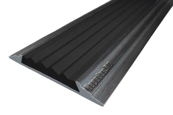 Алюминиевая накладная полоса с одной вставкой против скольжения черного цвета