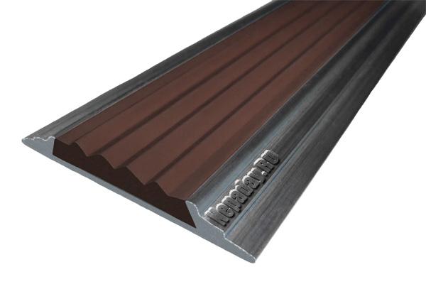 Алюминиевый накладной угол АУ42 с одной ставкой темно-коричневого цвета против скольжения