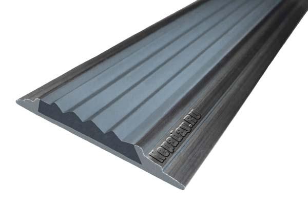 Алюминиевый накладной угол АУ42 с одной ставкой серого цвета против скольжения