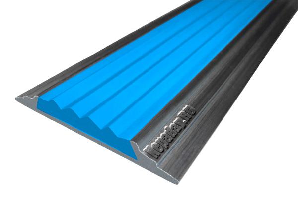 Алюминиевый накладной угол АУ42 с одной ставкой голубого цвета против скольжения