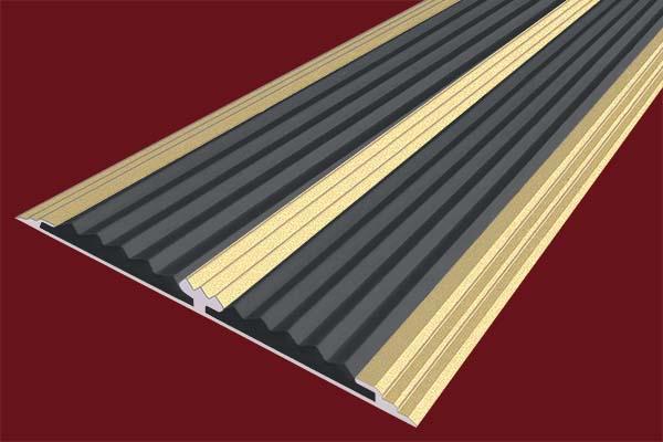 Алюминиевая анодированная накладная полоса цвета золото с двумя вставками против скольжения