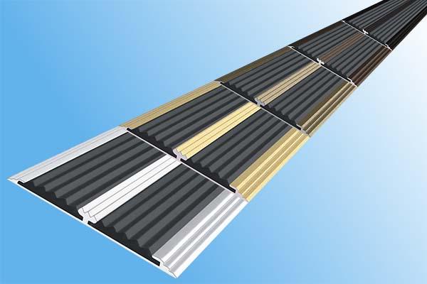 Алюминиевая анодированная полоса с двумя вставками против скольжения