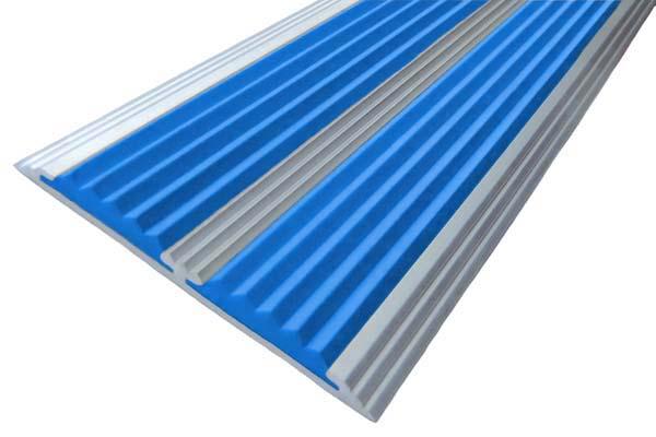 Алюминиевая полоса с двумя вставками против скольжения