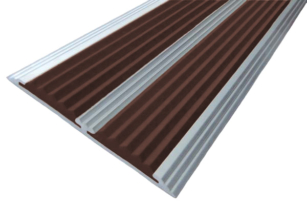 Алюминиевый накладной угол с двумя вставками темно-коричневого цвета против скольжения