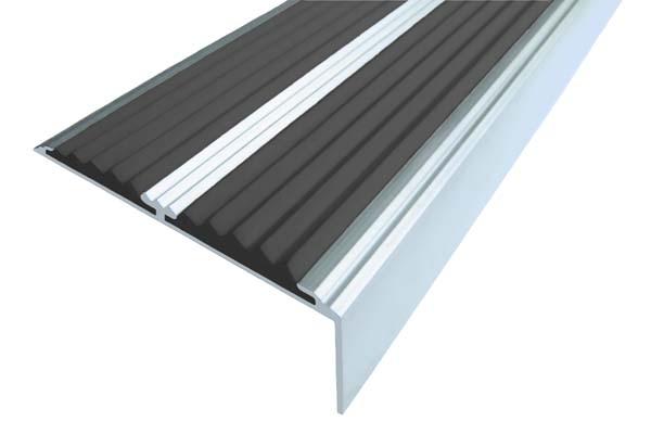 Алюминиевый накладной угол с двумя вставками черного цвета против скольжения