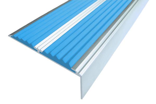 Алюминиевый накладной угол с двумя вставками голубого цвета против скольжения