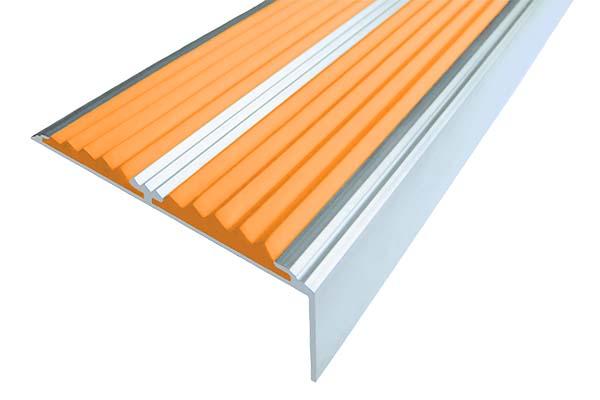 Алюминиевый накладной угол с двумя вставками оранжевого цвета против скольжения
