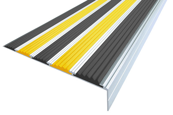 Алюминиевый накладной угол с пятью вставками против скольжения