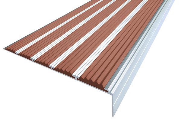 Алюминиевый накладной угол с пятью коричневыми вставками против скольжения