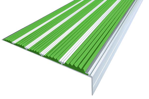 Алюминиевый накладной угол с пятью зелеными вставками против скольжения
