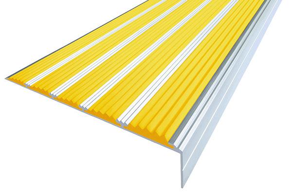 Алюминиевый накладной угол с пятью желтыми вставками против скольжения