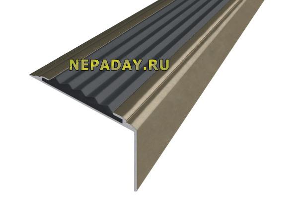 Алюминиевый анодированный накладной угол-порог Стандарт с одной вставкой против скольжения