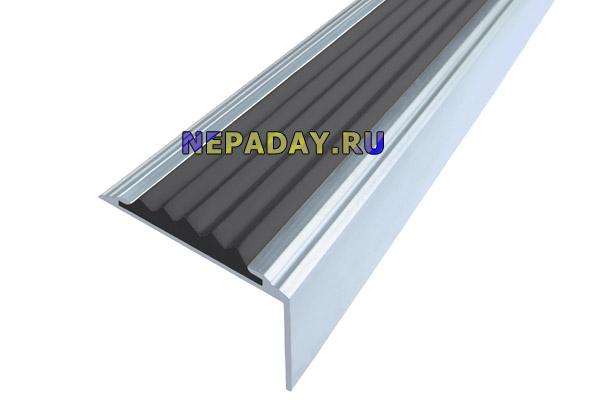 Алюминиевый накладной угол-порог Стандарт с одной вставкой против скольжения