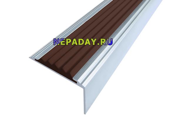 Алюминиевый накладной угол Стандарт с одной темно-коричневой вставкой против скольжения