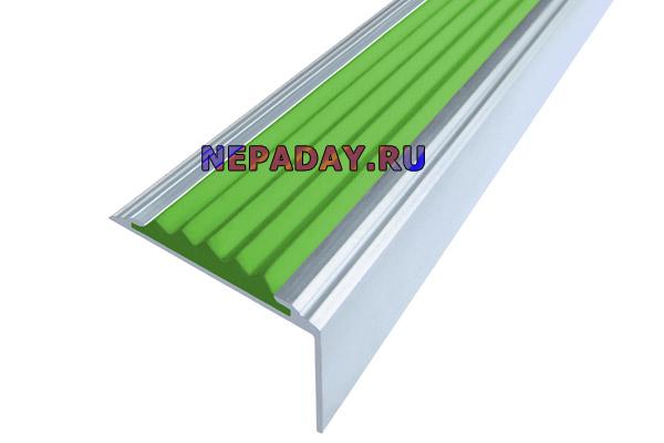 Алюминиевый накладной угол Стандарт с одной зеленой вставкой против скольжения