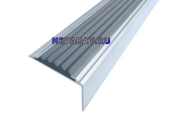 Алюминиевый накладной угол Стандарт с одной серой вставкой против скольжения