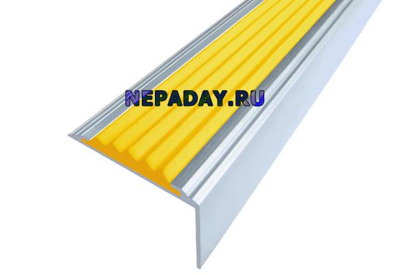 Алюминиевый накладной угол Стандарт с одной желтой вставкой против скольжения