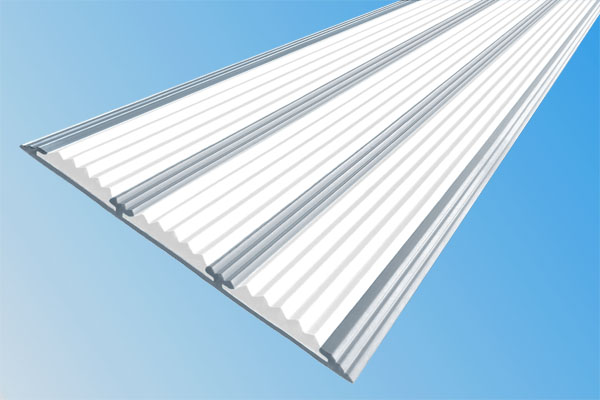 Алюминиевая полоса с тремя вставками против скольжения